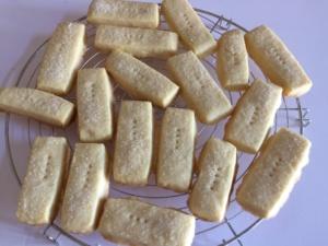shortbread-fingers.bastoncini-biscotti-gratella