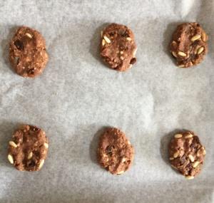 biscotti-cacao-pinoli-halloween
