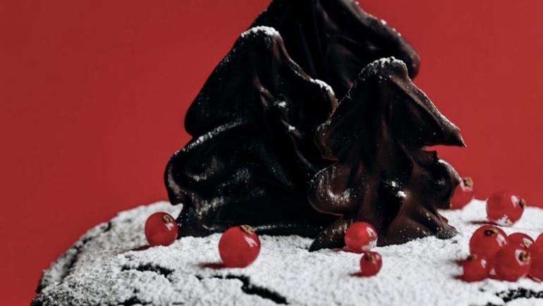 Torta di Natale senza burro: cacao dentro e alberelli di cioccolato fuori!
