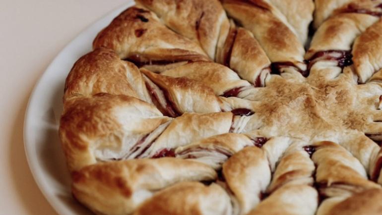 Stella di sfoglia alla marmellata di lamponi: una colazione stellare!