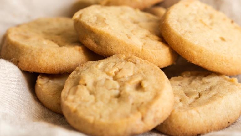 Biscotti di frolla con cioccolato bianco e noci: wow e ancora wow!