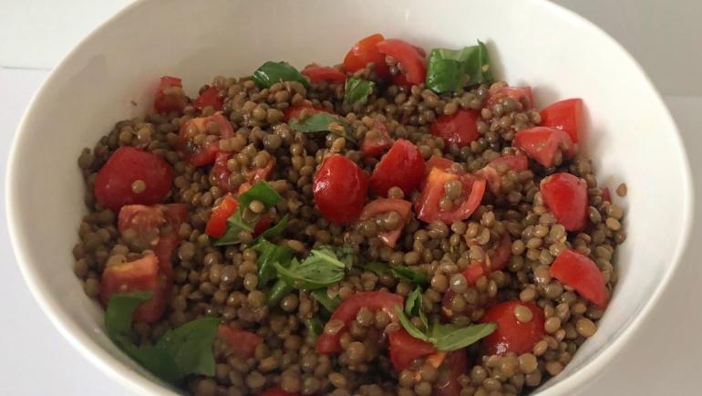 Insalatina di lenticchie di Norcia, pomodorini freschi e basilico