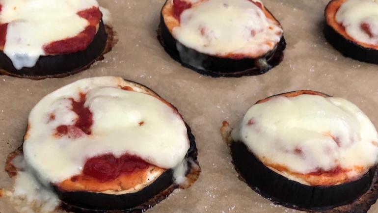 (Italiano) Pizzette di melanzane: un'idea light, veloce e gustosa
