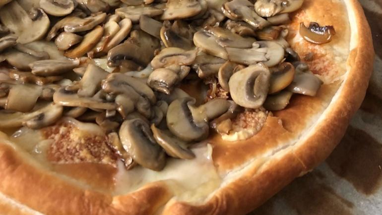 Sfogliata con formaggio raclette e champignon: spettacolare!