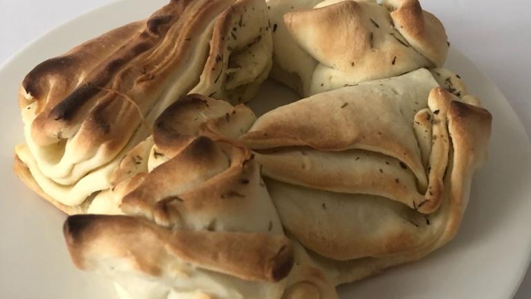 (Italiano) Ghirlanda di fette di pane aromatizzato a modo mio: super golosa!